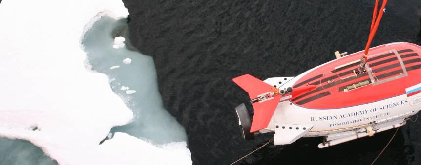 Le sous-marin russe Mir-1 lors de sa plongée au pôle Nord © Botanical Press/Paul T. Isley III 2009