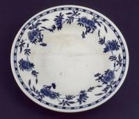 Le logo de la White Star Line au centre de l'assiette a été effacé par les années passées sous l'eau © EDF Copyright - Droits réservés