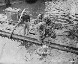 Les scaphandriers au lendemain de la libération de Cherbourg