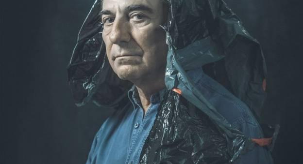 Allain Bougrain-Dubourg pose pour la campagne