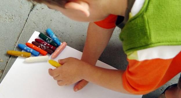 Enfant qui dessine © Viviane Stonoga
