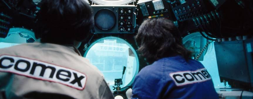 Le poste de pilotage d\'un sous-marin de la Comec : Moana en 1980 © Comex