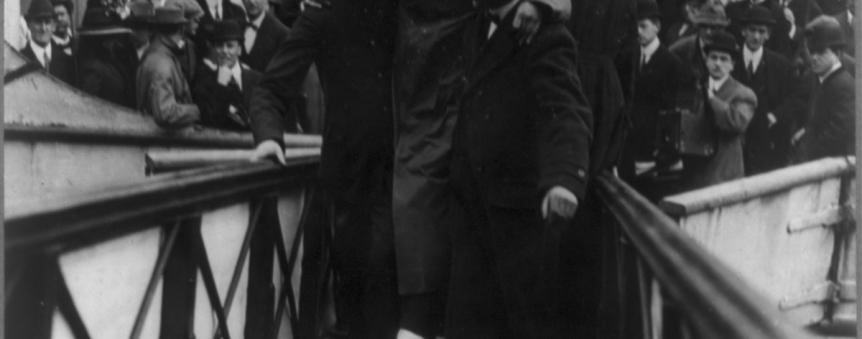 Un des deux télégraphistes du Titanic, Harold Bride, à son arrivée à New York © Library of Congress