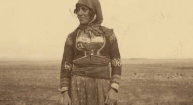 Une femme au bord de la route - Voyage en Syrie avec le Prof. (Mlle) Baxter, Mlle Peck et les Jacksons, 1936 © Library of Congress