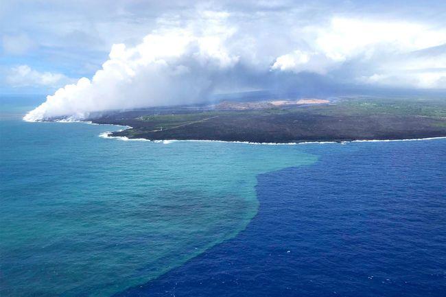 L'éruption du Kilauea, en 2018, a provoqué une floraison de phytoplancton au large de la Grande île d'Hawaï © US Coast Guard