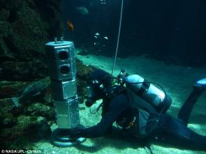 Test du robot BRUIE dans un aquarium © NASA/JPL - Caltech