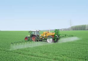 L'emploi de pesticides, notamment dans l'agriculture, provoque de graves déséquilibres dans l'écosystème planctonique marin.