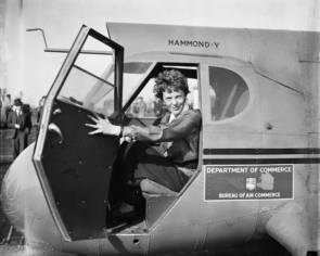 L'aviatrice américaine Amelia Earhart en 1936 © Library of Congress