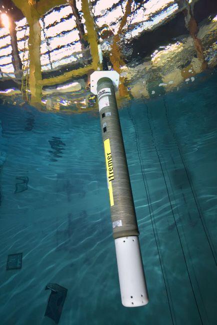 Avant tout déploiement, les flotteurs Deep-Arvor sont testés dans le bassin d'essai de l'Ifremer. © Ifremer / O. DUGORNAY