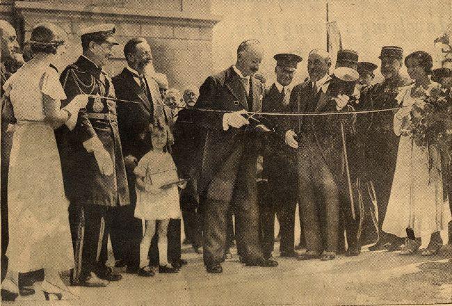 Le 30 juillet 1933, le Président de la République Albert Lebrun coupe le ruban de la Gare Maritime Transatlantique © Archives CCI