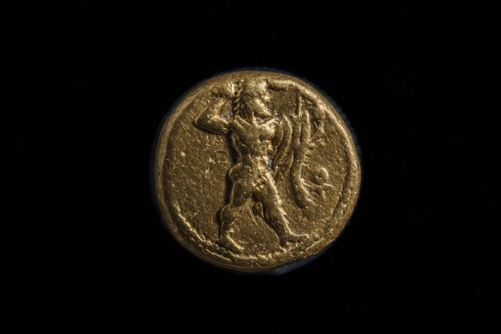 Pièce de bronze, initialement considérée comme chypriote, qui aurait pu être frappée à Thônis-Héracléion au début du 4e siècle av. J.C., Thônis-Héracléion, Aboukir Bay, Egypte - Photo par Christoph Gerigk ©FranckGoddio/Hilti Foundatio