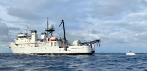 Le sous-marin Limiting Factor (à droite) et son navire support Pressure Drop © Caladan Oceanic