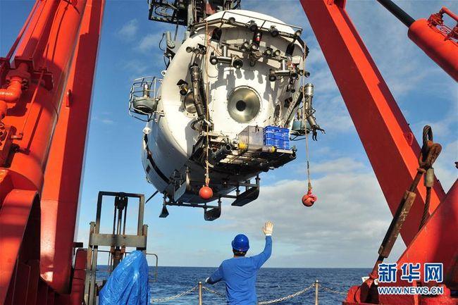 """Le sous-marin chinois """"Jiaolong"""" lors de sa plongée dans la fosse de Yap © www.news.cn"""