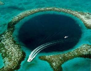 Le Grand Trou Bleu est un cénote sous-marin situé au large de la côte du Belize, en Amérique centrale © U.S. Geological Survey (USGS)