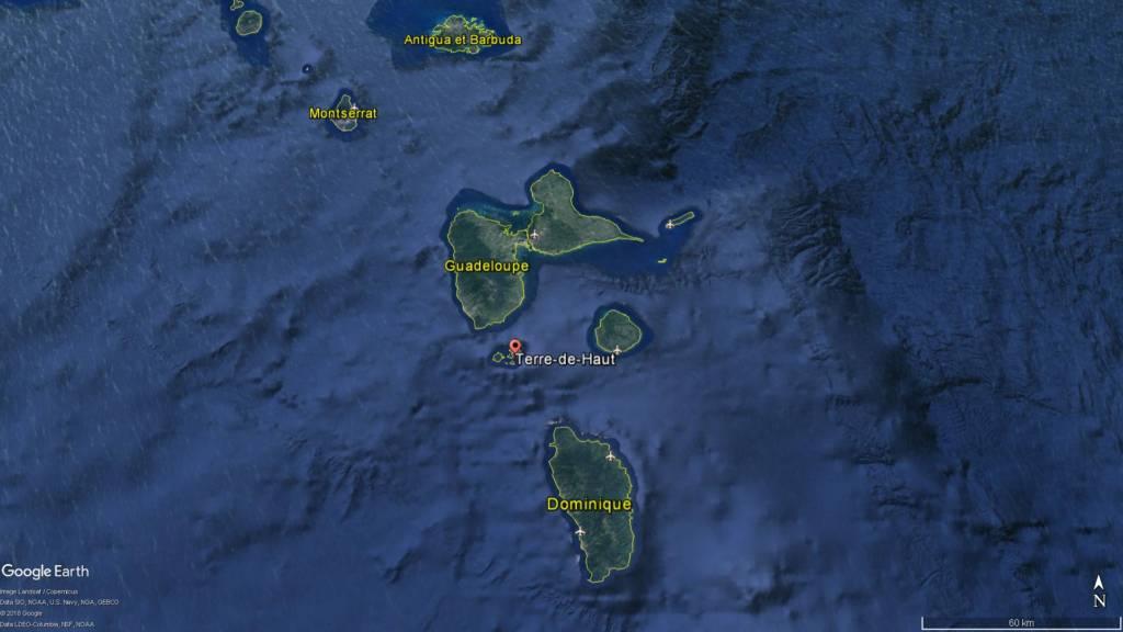 L'épave de L'Anémone a coulé dans la baie des Saintes au nord-ouest de l'île de Terre-de-Haut (Guadeloupe) © Google Earth