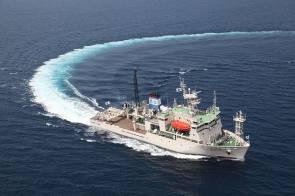 """Le navire """"Shinsei Maru"""" affrété par l'Institut océanographique japonais JAMSTEC © JAMSTEC"""