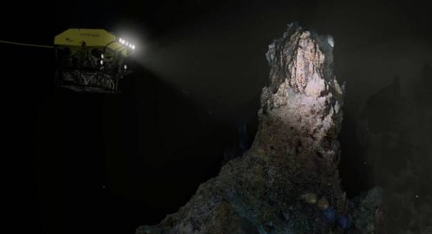 Immersion virtuelle sur la cheminée hydrothermale Tour Eiffel située sur le site de Lucky Strike © Ifremer