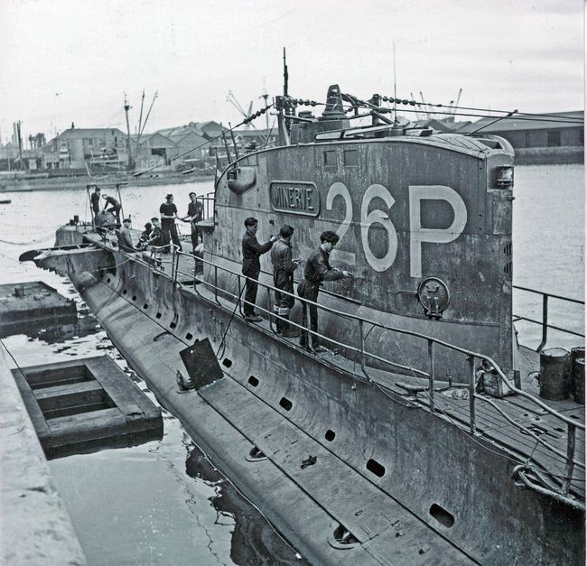 "Le sous-marin ""Minerve"" en Angleterre © ECPAD"