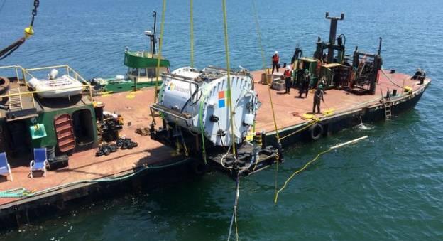 Microsoft immerge un centre de données sous-marin dans le cadre du projet Natick phase 1 (2015) © Microsoft