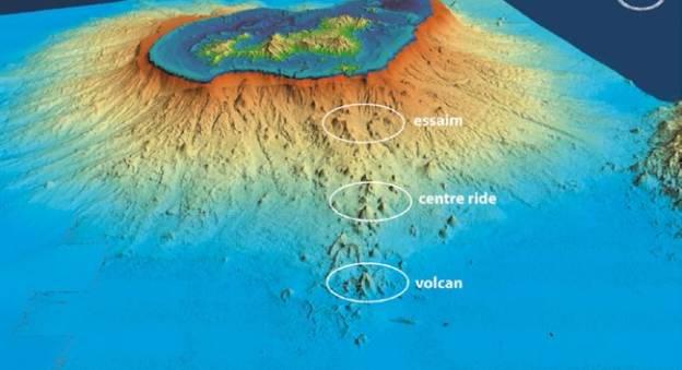 Relief sous-marin à l'est de Mayotte. En bas, l'emplacement du volcan © Mayobs3-Ifremer-CNRS-IPGP-BRGM
