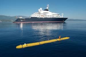 Le R/V Petrel et son robot sous-marin autonome Bluefin © Navigea Ltd, R/V Petrel