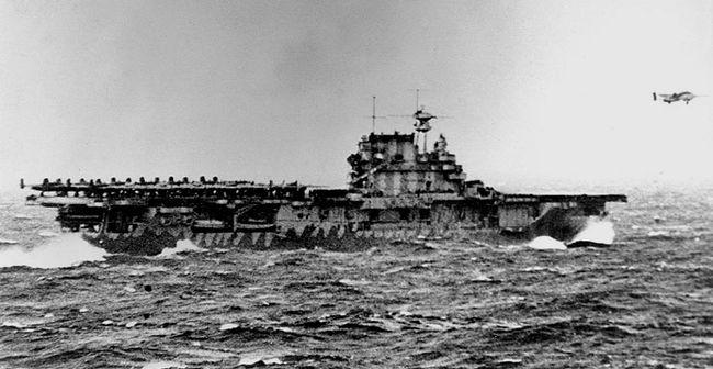 L'USS Hornet pendant le raid de Doolittle (avril 1942) © US Navy